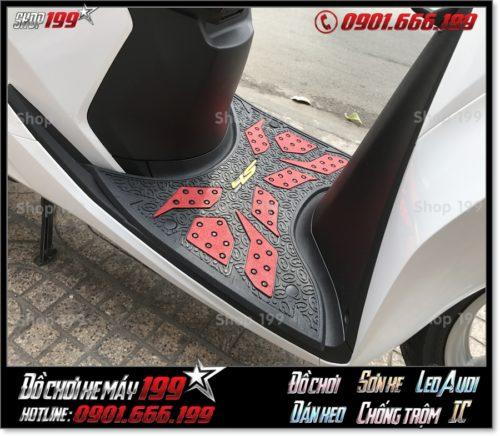Hình ảnh gắn thảm lót sàn cao su Thái Lan cho xe SH 2018 2019 2020 150i/125i giá rẻ tại shop 199