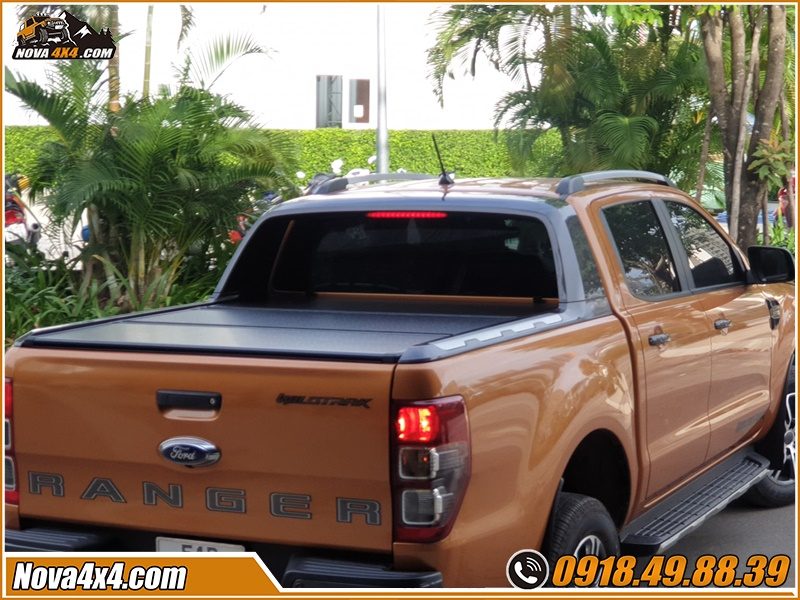 Sự tiện ích nắp thùng 3 tấm Xe bán tải tại cửa hàng Nova4x4